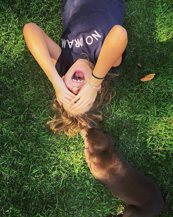 #livelifehappy #havefun #chocolatelab #puppiesofinstagram #awesomekids